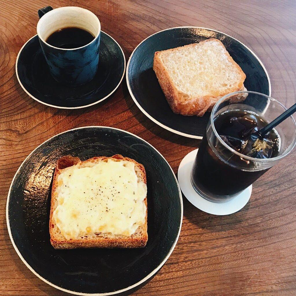 モーニングのパンとコーヒー