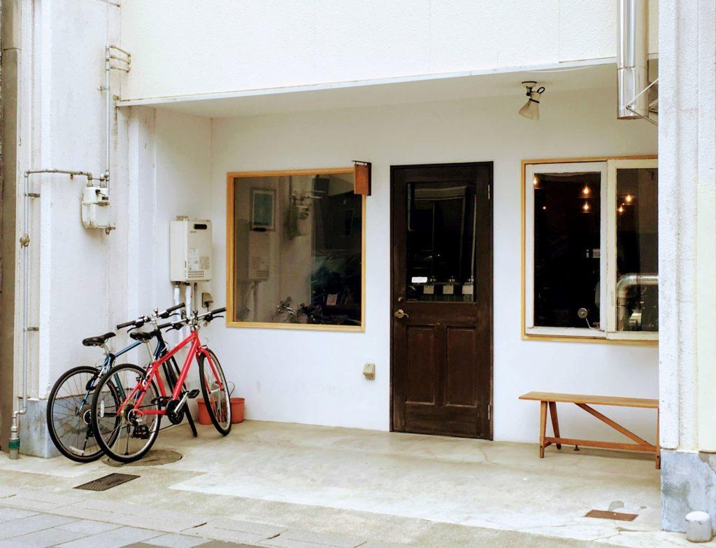 松本の「豆とコーヒーLaura」外観