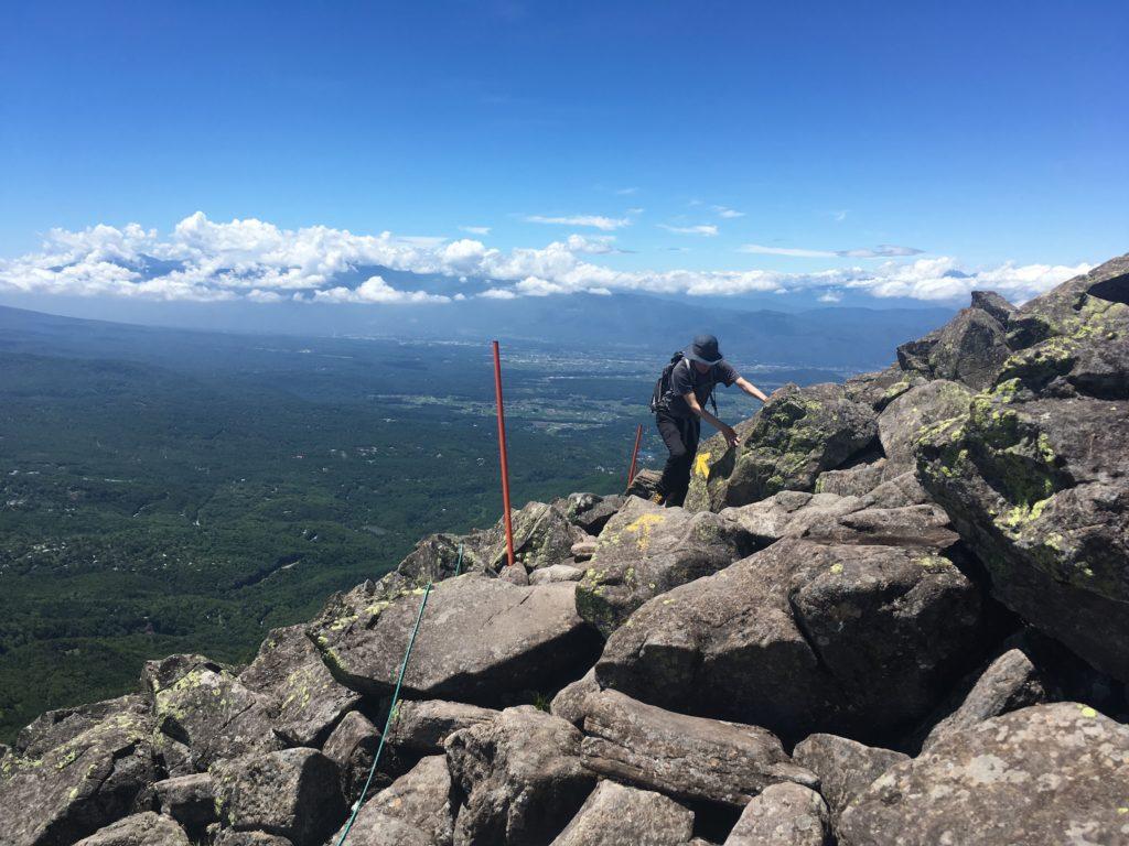 蓼科山登山道の山頂付近
