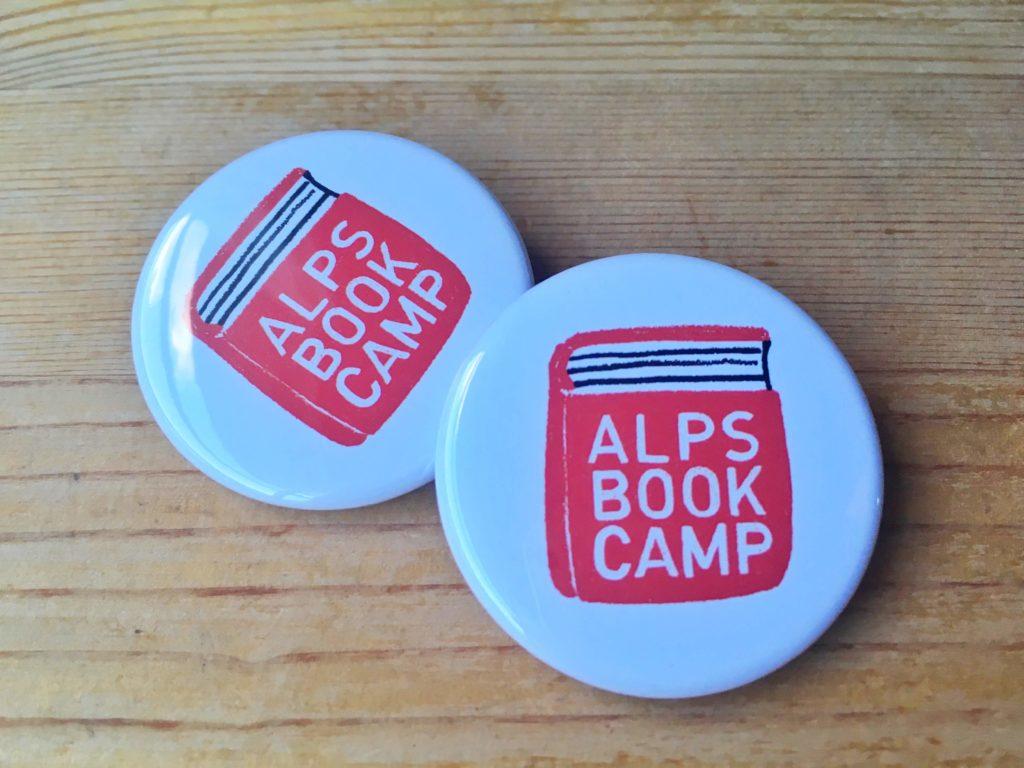 アルプスブックキャンプの缶バッチ