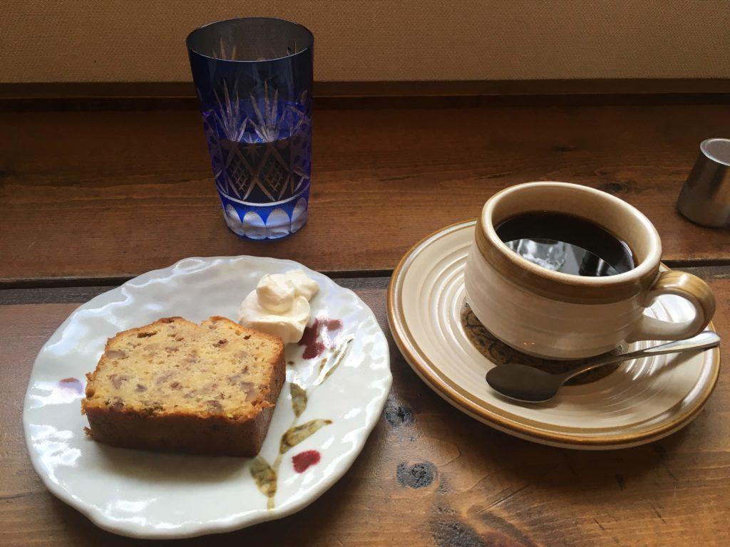 想雲堂のパウンドケーキとコーヒー