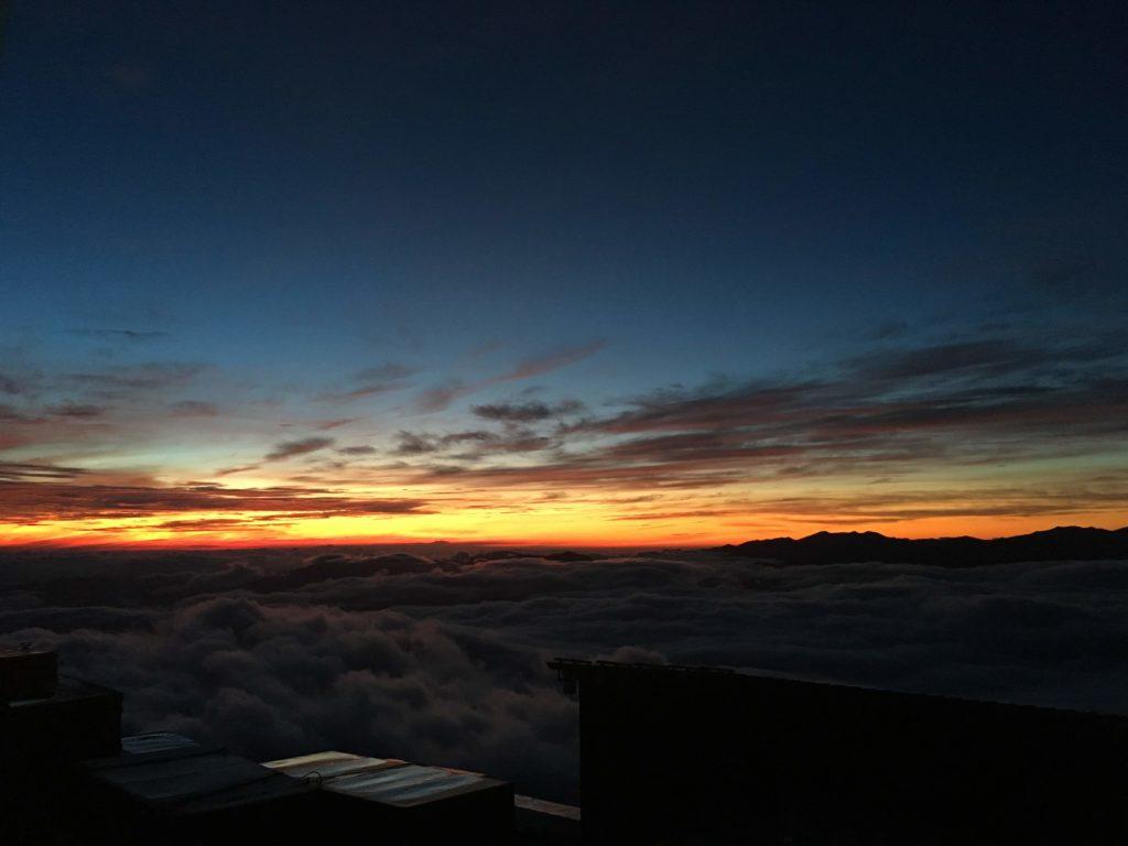 赤岳展望荘から夜明け前