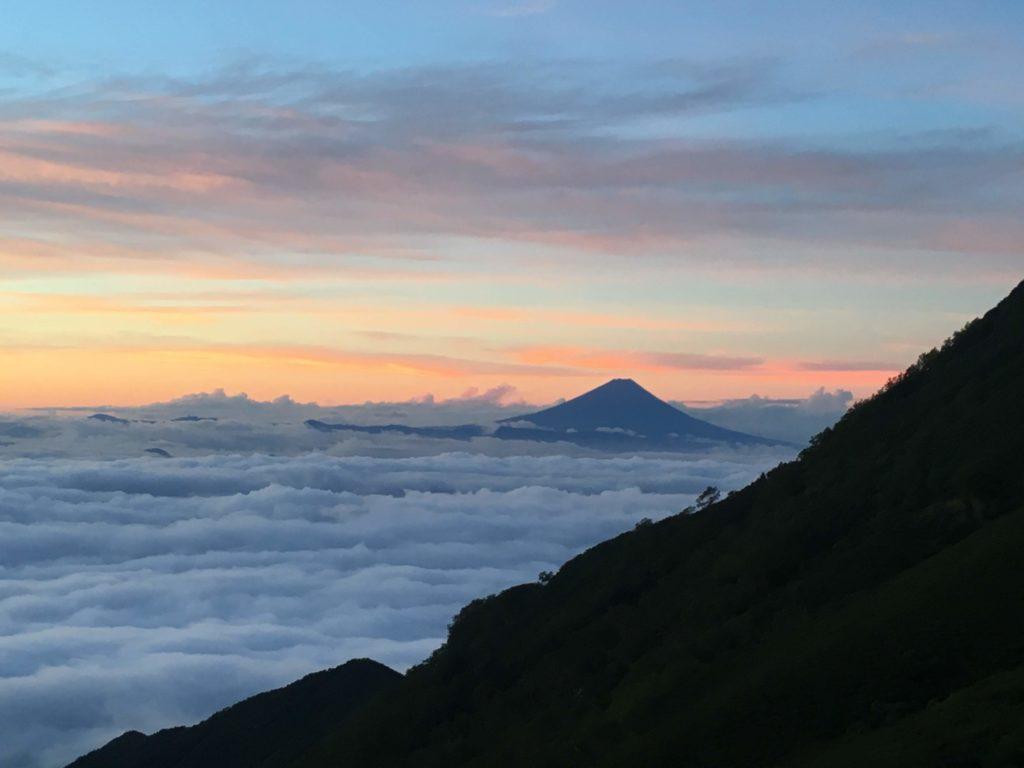 赤岳から見た夜明け