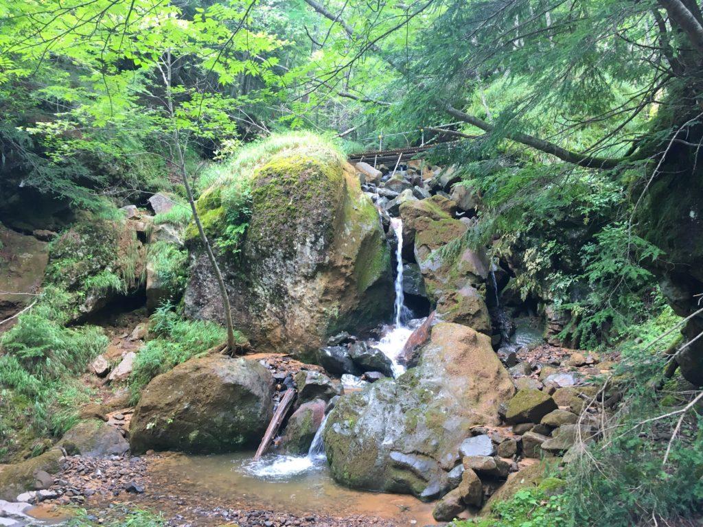 赤岳ふもとの滝