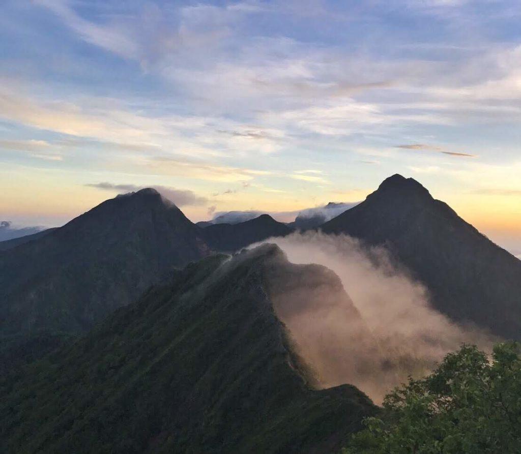権現小屋からの朝の景色