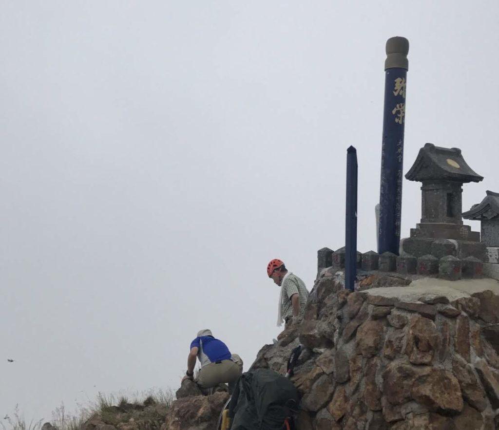 赤岳山頂の神社