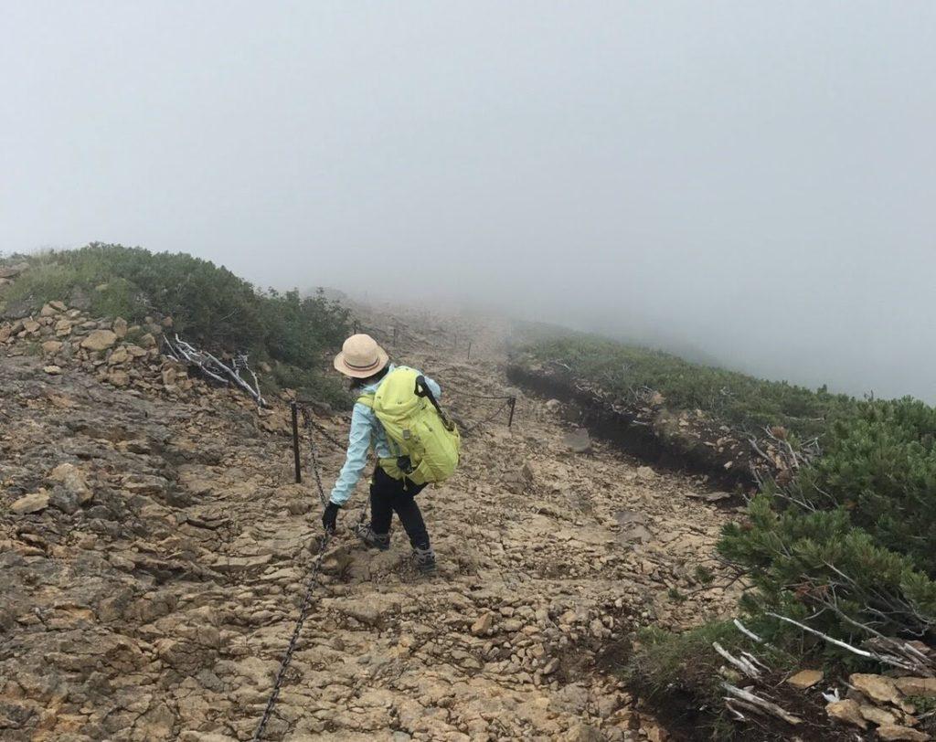 赤岳山頂から展望荘へのみち