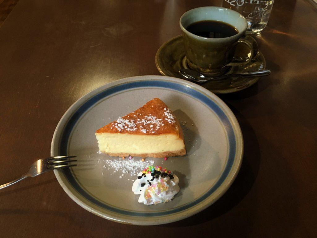 陽気茶房のチーズケーキとコーヒー