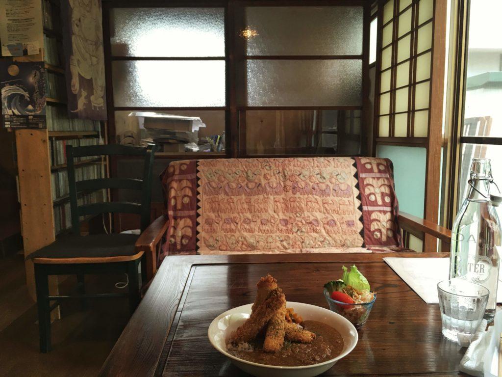 陽気茶房の席