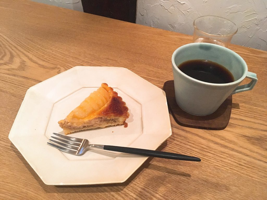 松本cafe chiiannの洋なしタルトとコーヒー