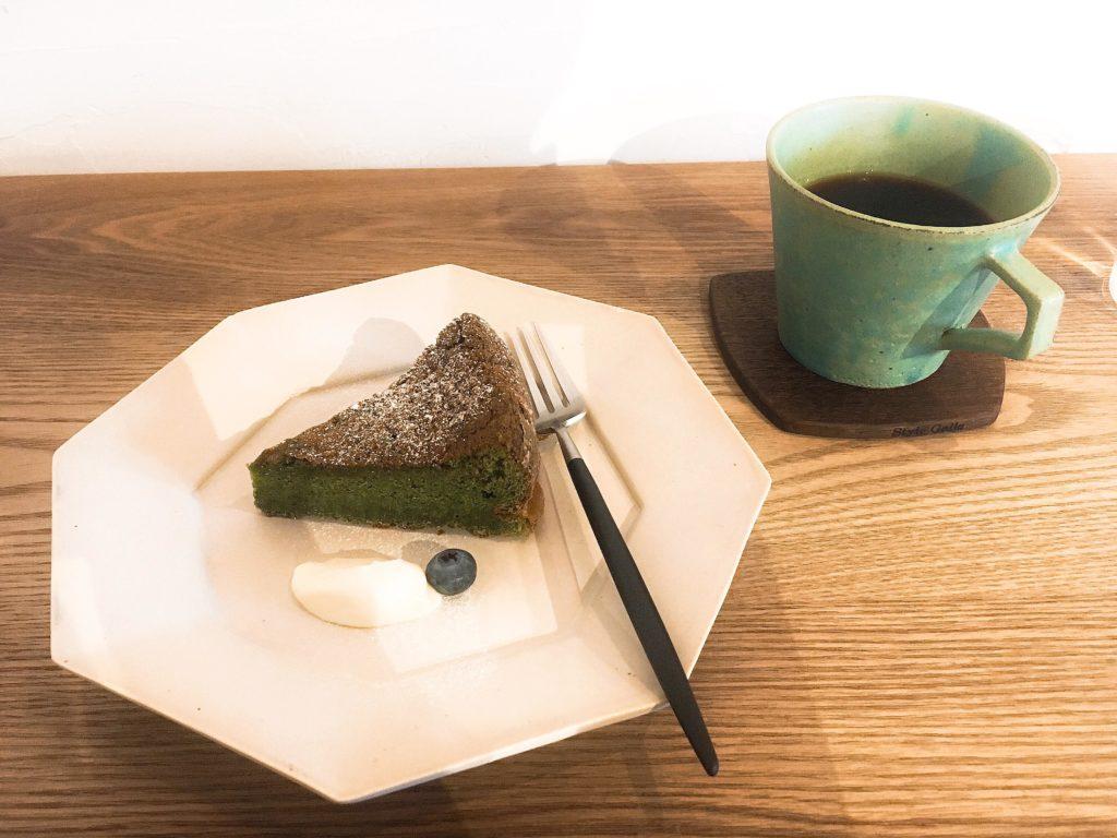 松本cafe chiiannの抹茶とホワイトチョコレートのケーキ