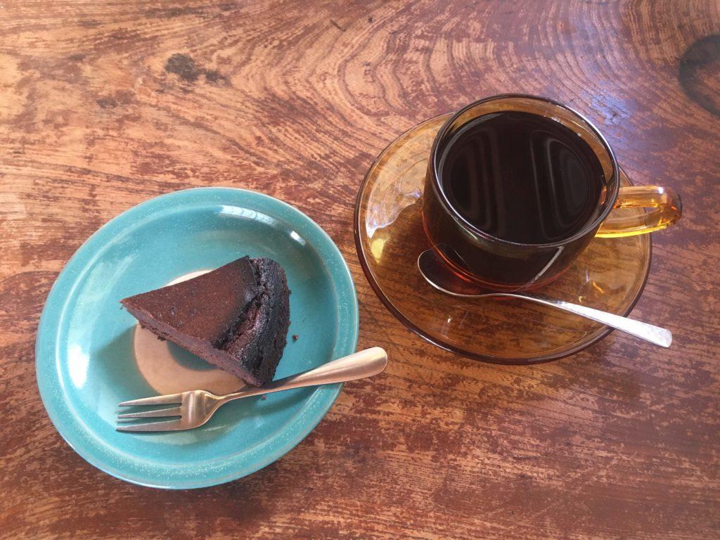 ヤマベボッサのガトーショコラとコーヒー