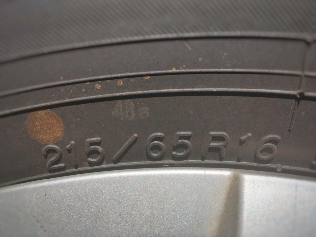 側面に表記されたタイヤサイズ