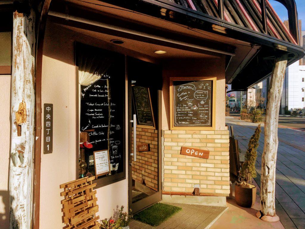 松本のカフェBENCHの外観