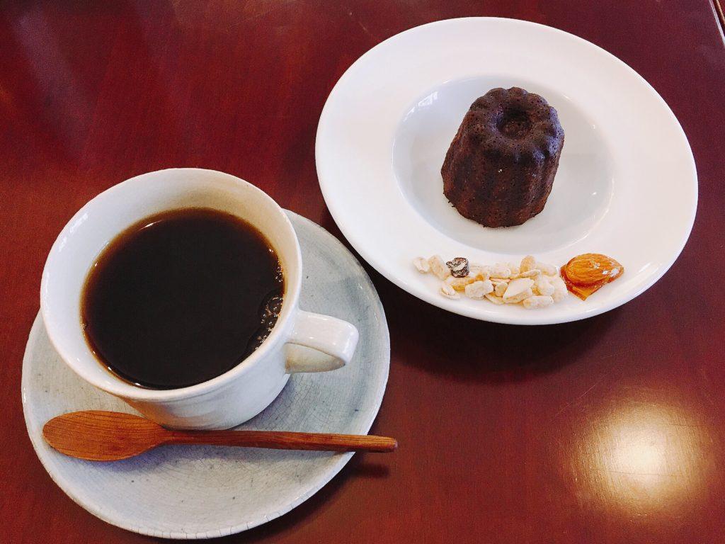 松本BENCHのカヌレとコーヒー