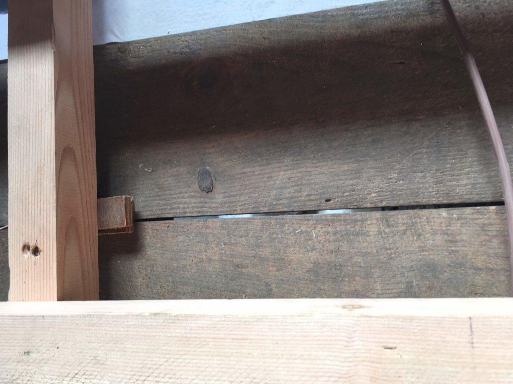 List1階天井板のスキマ