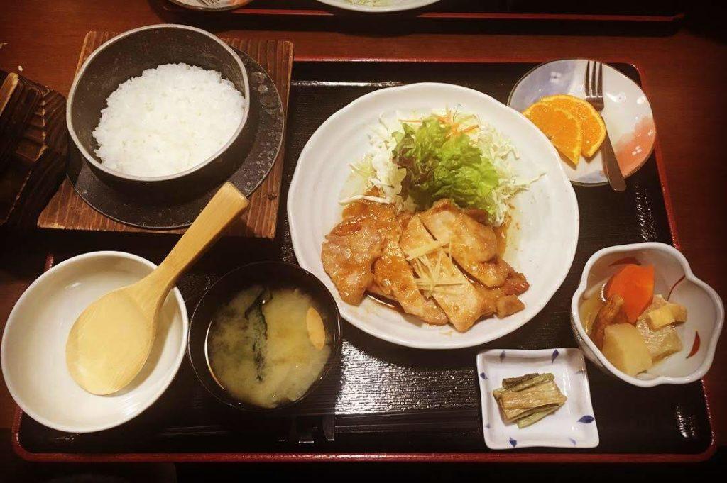 穂の香の生姜焼き定食