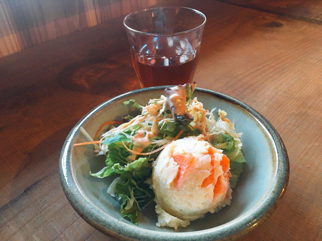 松本「三代食堂」のサラダ