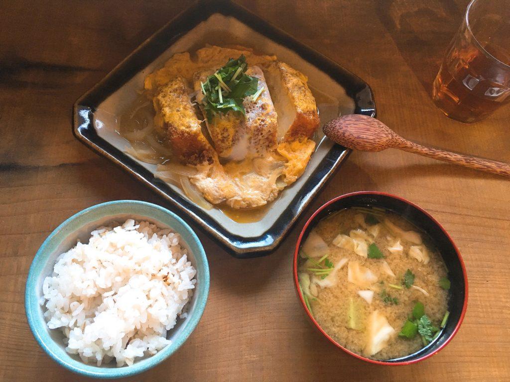 三代食堂の豆腐カツ煮定食