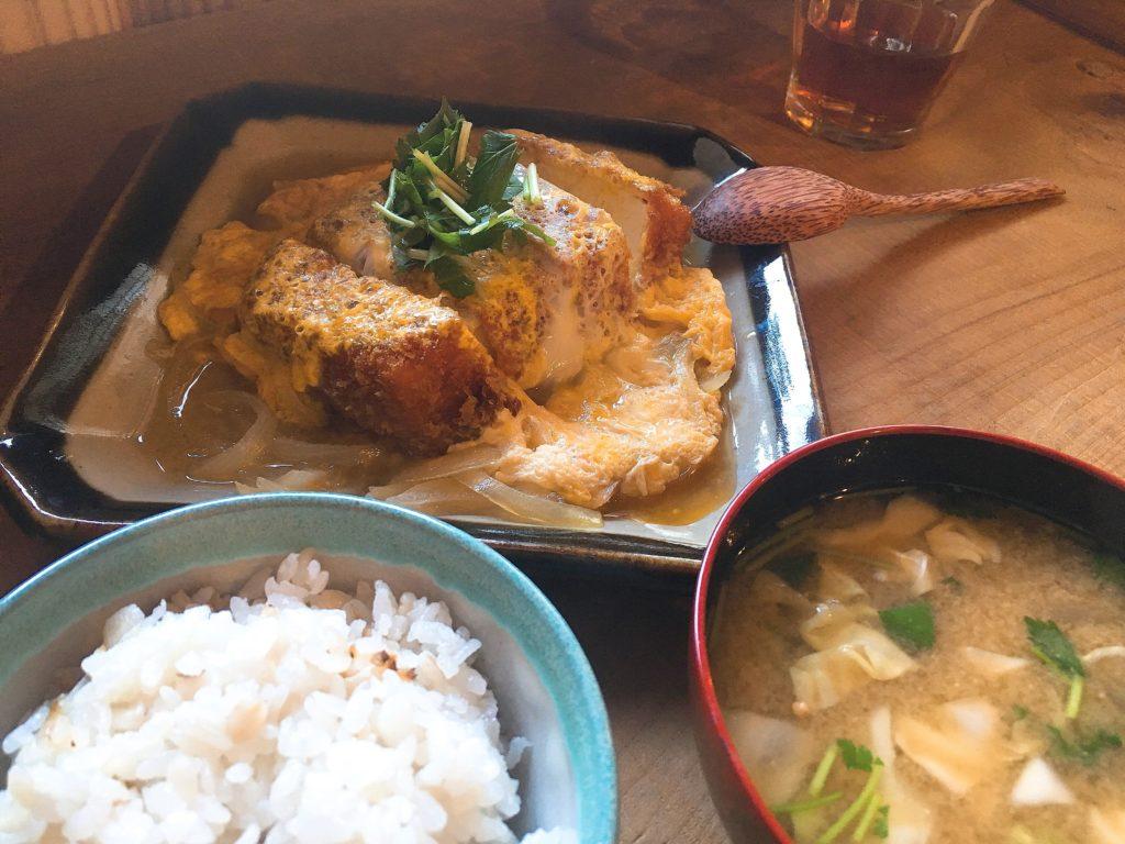 松本「三代食堂」の豆腐カツ定食