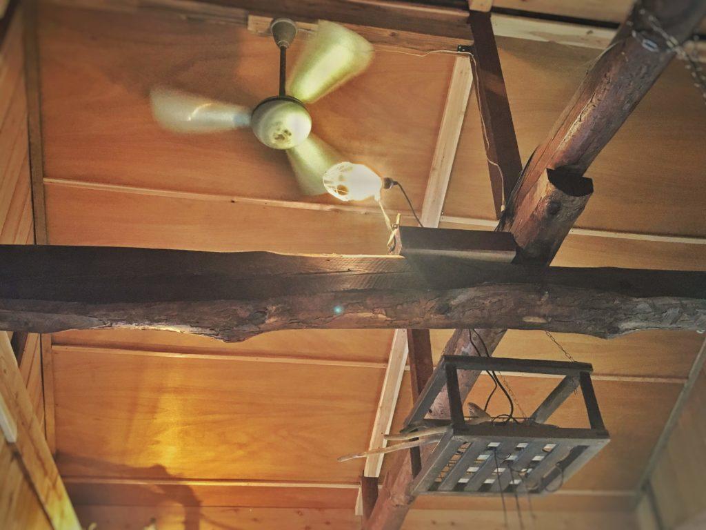 三代食堂天井の梁