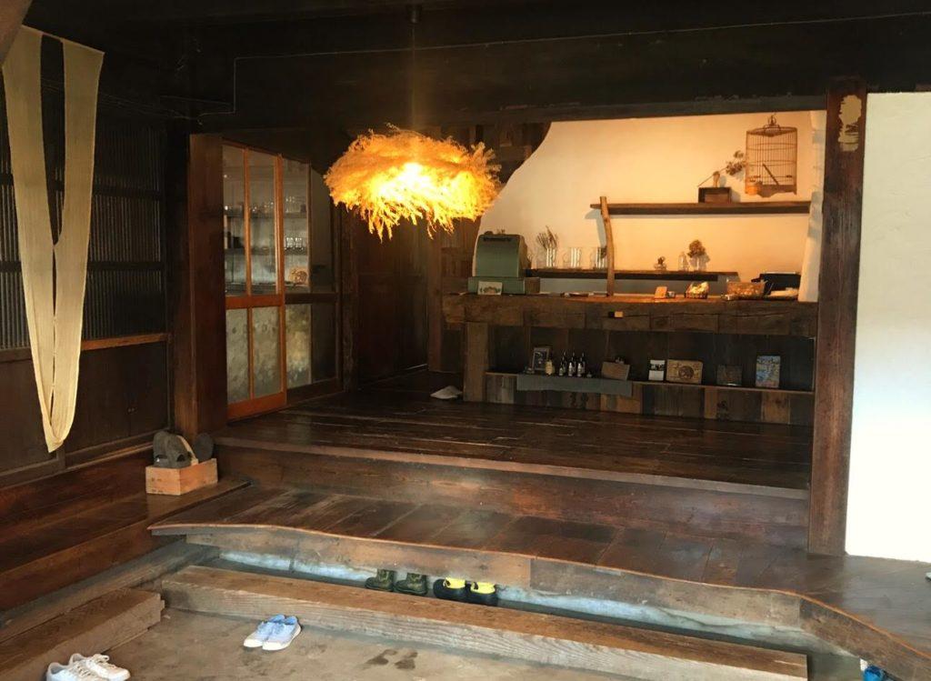旧四賀村のKAJIYAレジカウンター