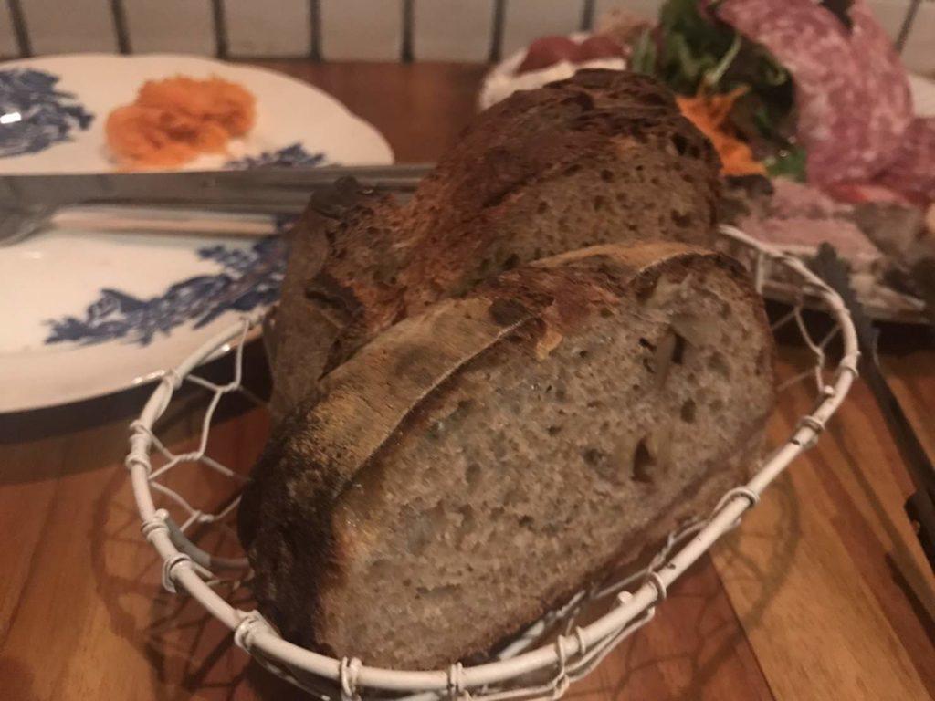 トロワの自家製パン