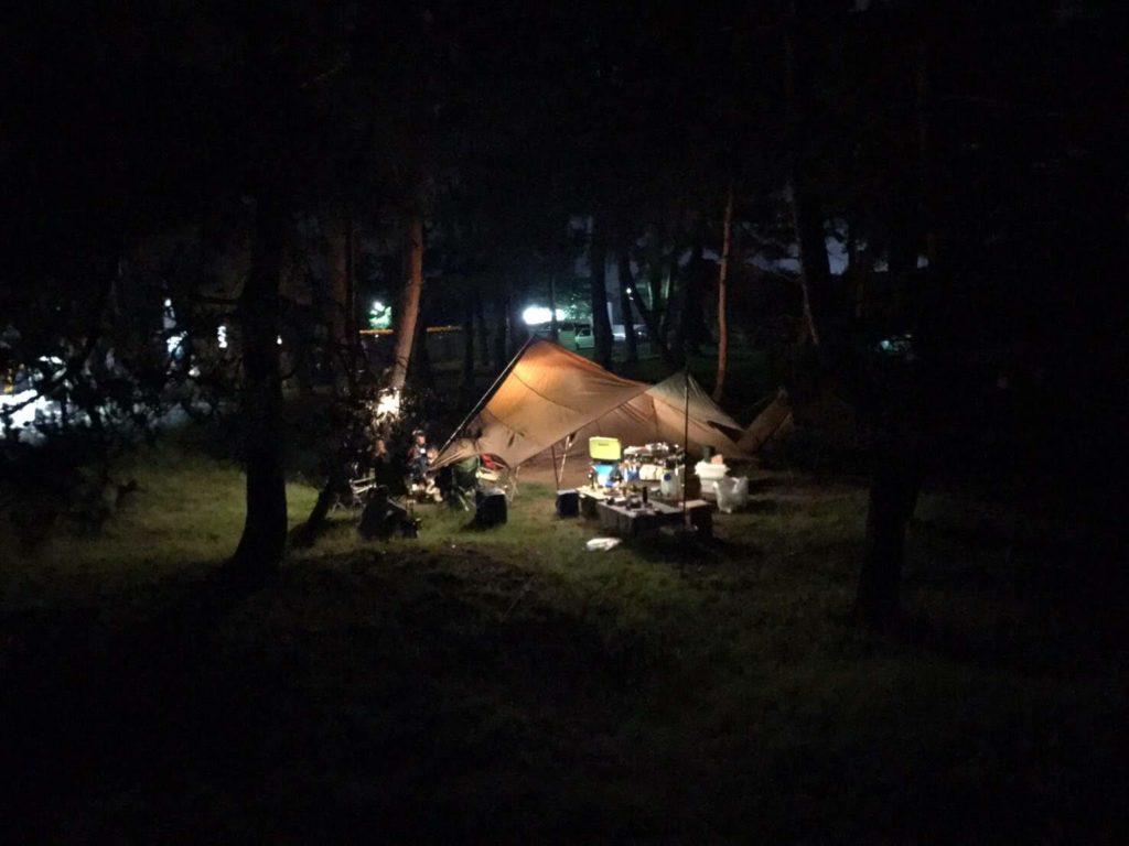 仲間とキャンプ